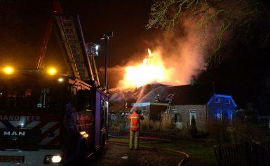 Grote brand boerderij Zeijerveen(Update Foto's / Video)