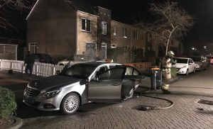 Politie zoekt getuigen brandstichting taxi in de wijk Marsdijk