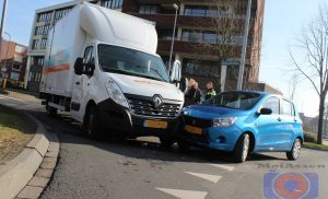 Bestuurder aangehouden na ongeval op rotonde Thorbeckelaan / Nobellaan in Assen