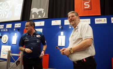 De Dutch Open Darts is vrijdag van start gegaan met de heren- en dameskoppels