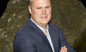 Voorzitter Jacco Fluks van VVD Aa en Hunze treedt af