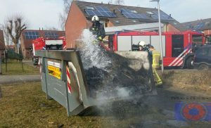 Containerbrand (afvalcontainer) Geraniumstraat in de wijk Assen-Oost