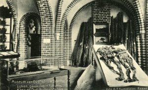 Rondleiding door controversieel en monumentaal archiefgebouw