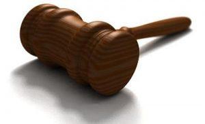 Het Openbaar Ministerie eist celstraf voor inrijden op agenten in Rolde