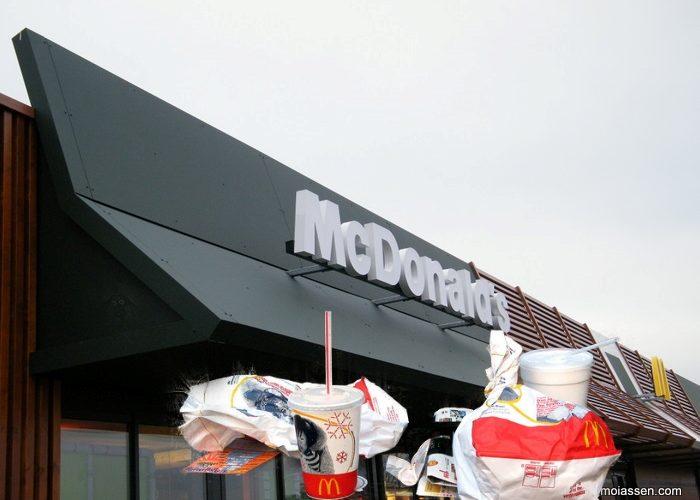 McDonald's restaurant Assen gaat de strijd tegen zwerfafval aan tijdens Landelijke Opschoondag