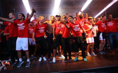 FC Emmen viert historische promotie na de eredivisie op Raadhuisplein Emmen