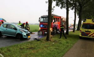 Ongeval Drouwenermond auto tegen boom
