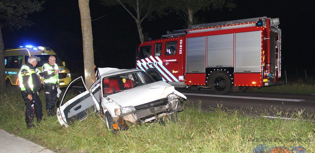 Auto ramt boom op Norgerweg (N858) nabij Donderen