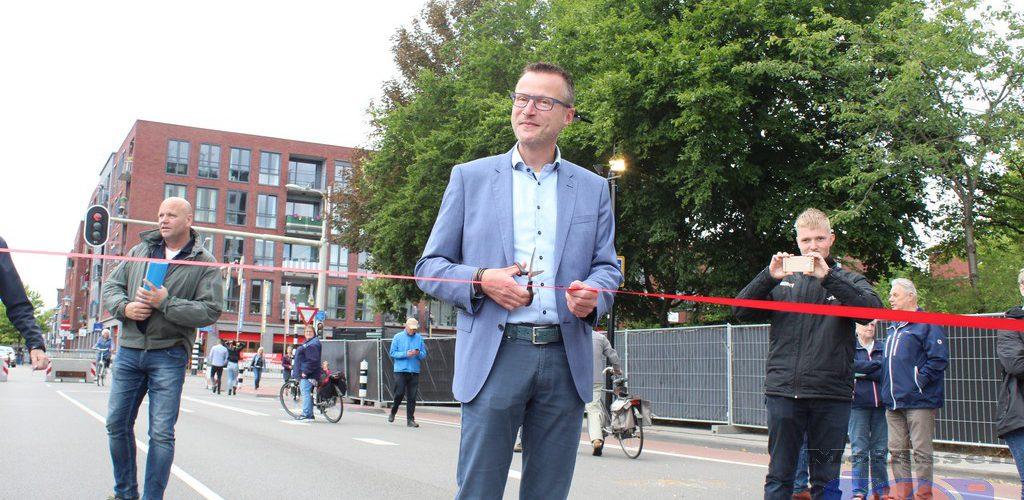 Wethouder Roald Leemrijse van de gemeente Assen opent TT-Kermis