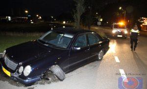 Automobilist laat auto achter na ongeval aan Zeilmakerstraat in Assen