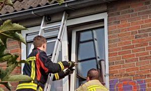 Brandweer Assen – west redt kat uit benarde positie aan Thorbeckelaan Assen