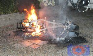 Scooter uitgebrand aan de Vennebroekstraat Assen