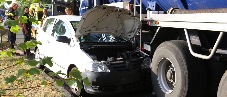 Aanrijding met personenauto en vrachtwagen bij Grolloo