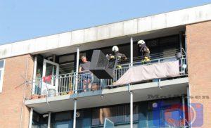 Terrasmeubilair in de brand op balkon van flat aan de Schultestraat Assen