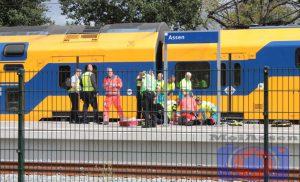 Man zwaargewond na aanrijding door trein op NS-station Assen