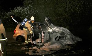 VW Polo uitgebrand in Rolde onder verdachte omstandigheden.