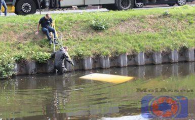 Voertuig te water in kanaal Bovensmilde
