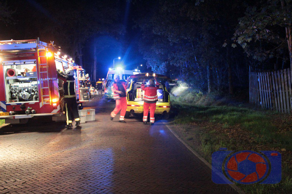 3ac2c7e477a Auto botst tegen boom op Lonerstraat Assen, twee personen overleden ...