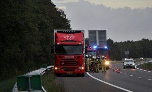Vrachtwagen met vastgelopen remmen op de A28 bij Tynaarlo