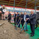 Eerste zand gestort op TT-baan Nieuw ingerichte 'Motorcross Arena' voor huldiging Nederlandse Wereldkampioen