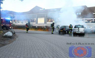 Personenauto vat vlam bij Van der Valk Assen