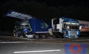 Ravage op de A28 Re 174,8 bij Assen nadat meerdere vrachtwagens op elkaar botsten