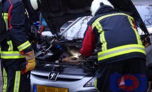 Brandweer tijdig bij autobrand provinciehuis in Assen