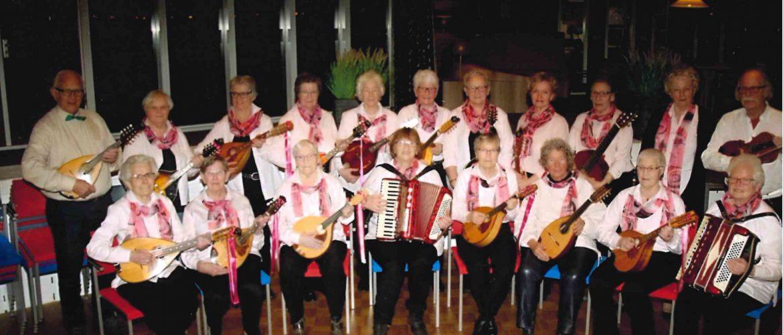Culturele zondagmiddag in de Duif: Deze keer komt het Drents Mandolineorkest 'De Minstreels' voor ons optreden.