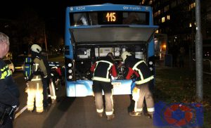 Chauffeur van Arriva zet bus 115 stil op Nobellaan Assen na vermoeden brand