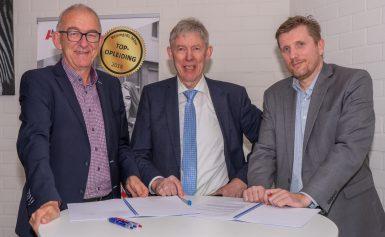 Alfa-college en HuneBouw ondertekenen contract voor unieke verbouwing