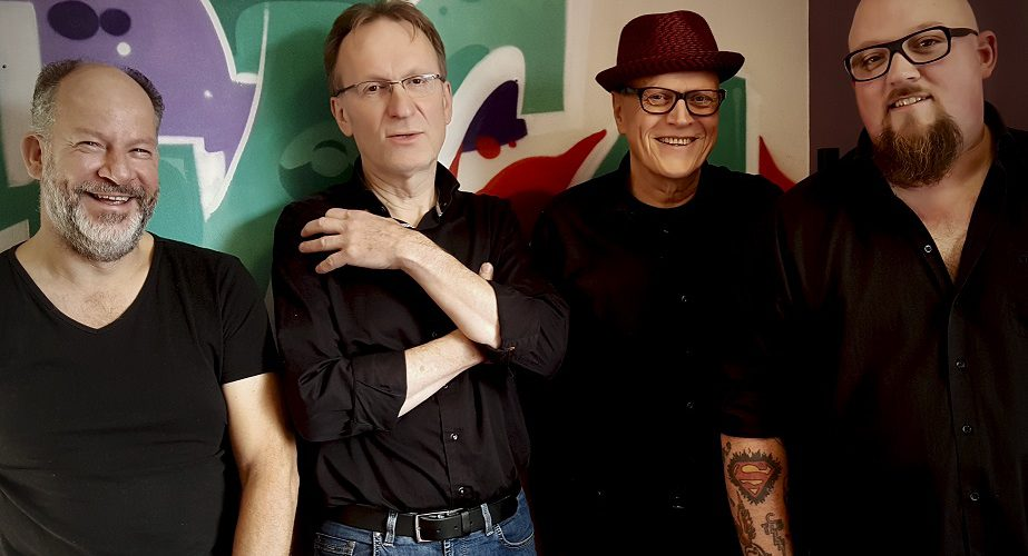 Concert van Jon Meyerjon Band in Café Theater G&A Boelens in Eelde op zondag 9 december