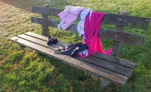 Van wie is deze zwemkleding aan Oosterpark in de wijk Assen-Oost