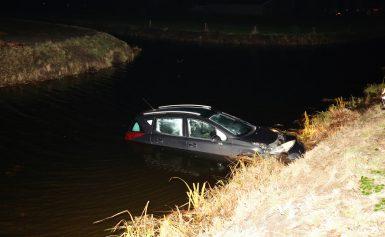 Auto rolt water in, In Nieuwediep