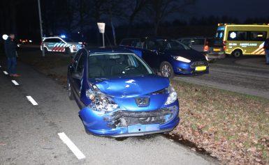 Auto's botsen in Nooitgedacht bestuurder naar ziekenhuis