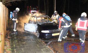 Auto in brand in de wijk Assen-Oost