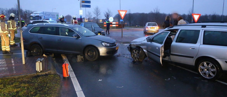 Twee auto's in botsing Borger