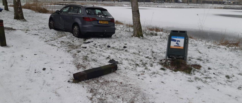 Automobilist glijdt van de weg in Assen – Oost