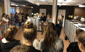 Wethouder Smith opent expositie Cultuurklas Terra Assen