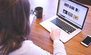 Grote gemeentelijke verschillen bij financiële steun voor school-laptop in Drenthe