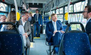 Koning bezoekt OV-bureau Groningen Drenthe en Publiek Vervoer Groningen Drenthe