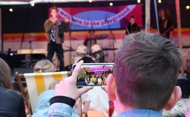 Welcome to the Playground jongeren krijgen (online) podium op Bevrijdingsdag